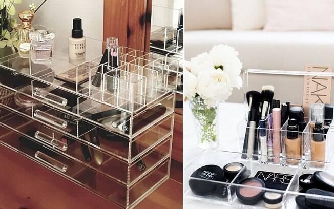Organizadores de acrílico fazem com que as maquiagens fiquem armazenadas e até façam parte da decoração do cômodo