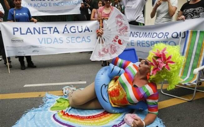 Em São Paulo, moradores organizaram uma passeata contra a falta de água. Foto: AP Photo