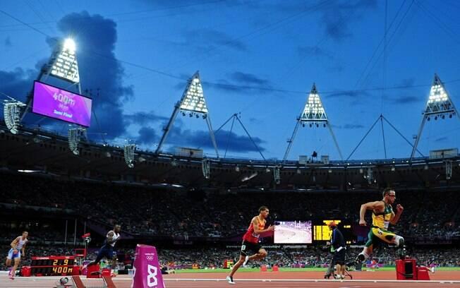 Pistorius foi o primeiro atleta biamputado a  disputar uma edição das Olimpíadas. Ele participou  das semifinais em Londres 2012 nos 400 m