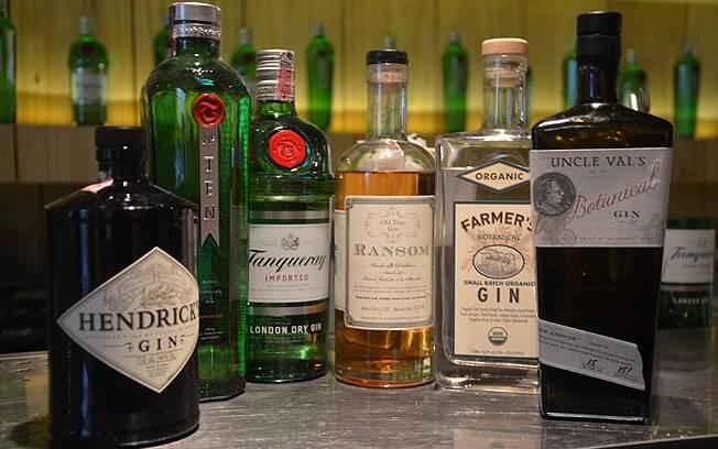 Drinques do bar. são feitos com as três garrafas da esquerda. As da direita são para experiências, diz Marcos