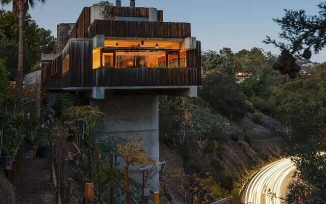 O delicado equilíbrio da casa nas colinas de Los Angeles