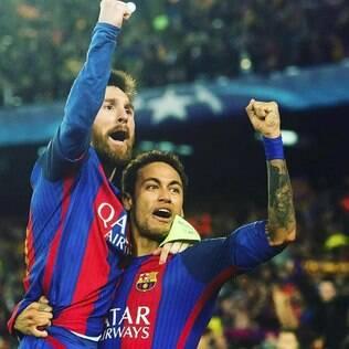 Messi e Neymar na comemoração da vitória histórica do Barcelona sobre o PSG