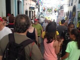 Ruas de Salvador estão no clima da Copa com diversos torcedores com camisas de suas seleções