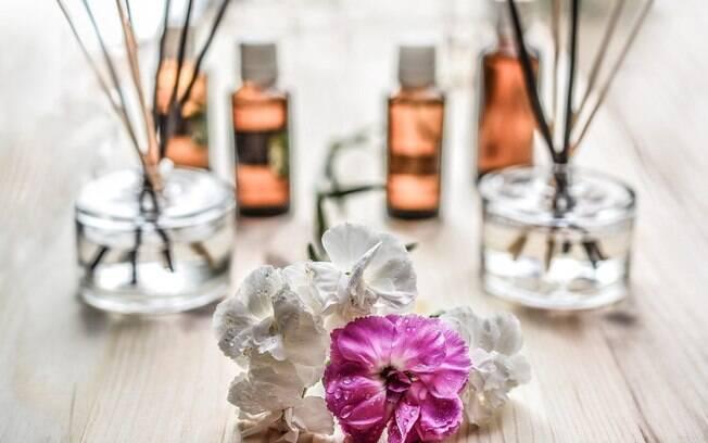 Cristais, incensos, óleos essenciais e rituais com ervas podem ajudar a limpar as energias da casa para receber o ano novo