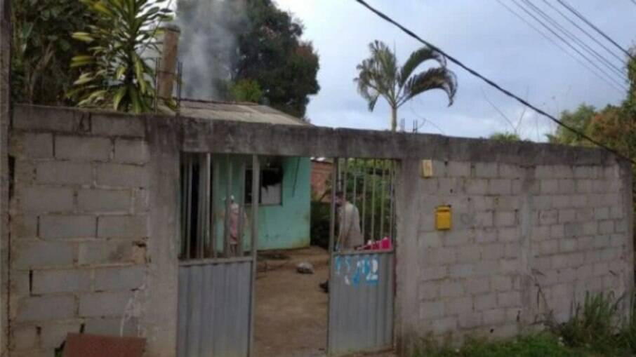 Crianças foram encontradas carbonizadas dentro de casa