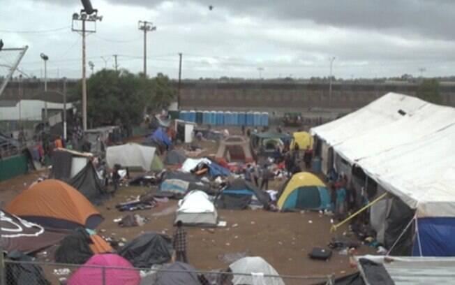 Imigrações em foco: Pais e crianças vivem em péssimas condições na fronteira entre EUA e México