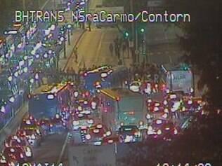 Manifestantes protestam contra o aumento das passagens de ônibus