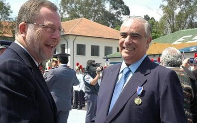 Antônio Carlos Rodrigues (azul) assumirá a pasta de Transportes