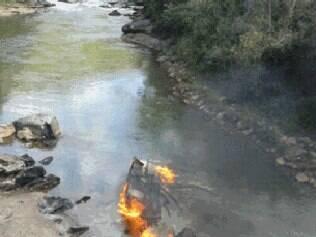Caminhão de combustível cai de ponte e explode