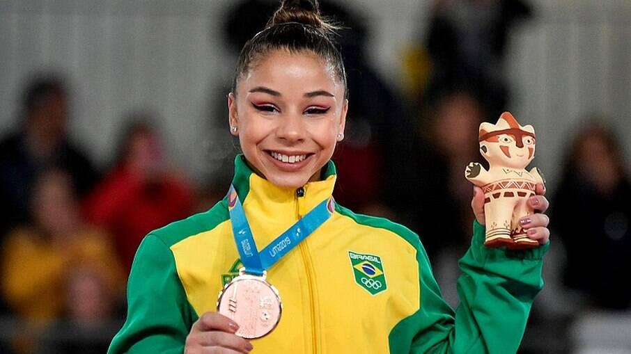 Flávia é uma das ginastas mais jovens da seleção