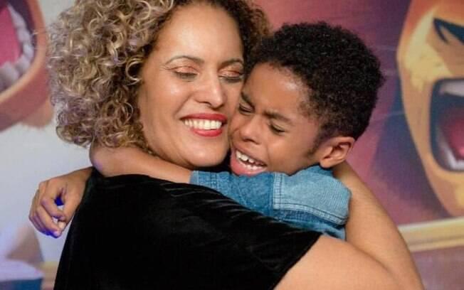 Mônica Teixeira com o filho