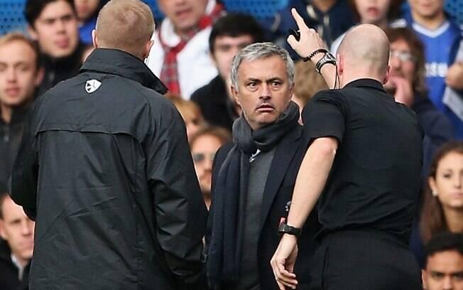 José Mourinho é expulso na vitória do Chelsea por 4 a 1 diante do Cardiff