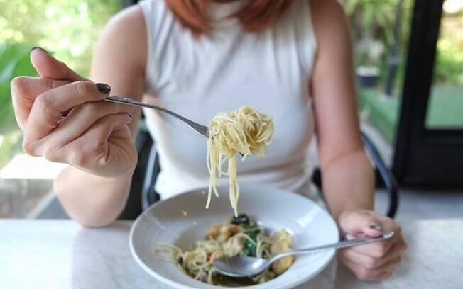 Seja para ter uma vida mais saudável ou um abdômen definido, é essencial prestar atenção no que a gente come