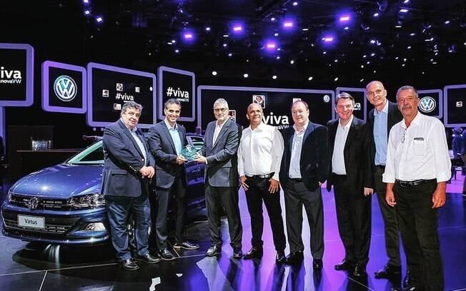 Presidente da Volkswagen e CEO na região da América do Sul e Brasil, Pablo Di Si, recebe o prêmio do VW Virtus