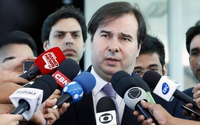 Na convenção do PSDB, Rodrigo Maia defendeu os partidos e as instituições