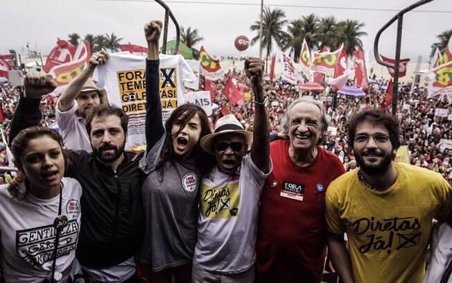 Em Copacabana, artistas globais participam de ato contra a permanência de Temer no poder e a favor das eleições diretas
