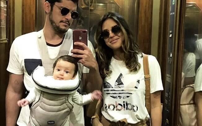 Bruno Gissoni e Yanna Lavigne com a pequena Madalena em Lisboa