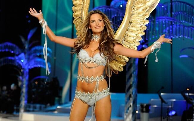 Além de ser uma das Victoria Secret's Angels, Alessandra Ambrósio é uma das embaixadoras oficiais da marca luxuosa