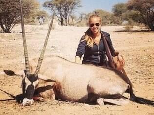 Adolescente é a favor da caça e ameaça seu contrato com L'Oreal, empresa que doou milhões à grupo protetor de animais