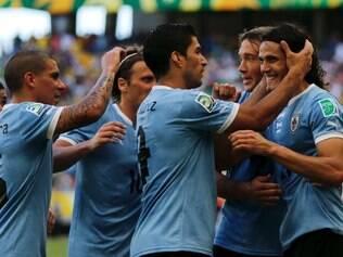 Atletas uruguaios celebram empate em tempo regular