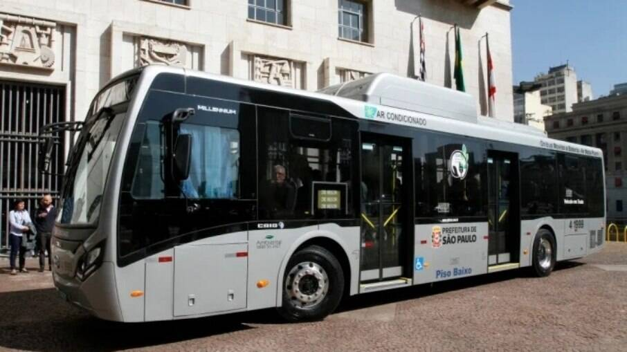 Brasil ainda precisa avançar na questão dos ônibus elétricos. Apenas em Bogotá (Colômbia), já  existe uma frota de mil deles