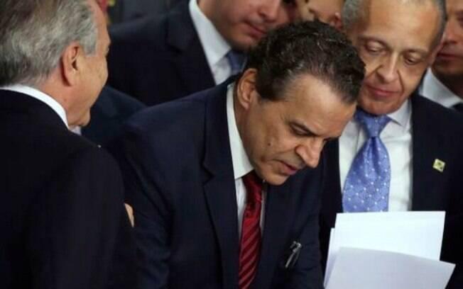 Henrique Eduardo Alves tomou posse do Ministério do Turismo depois do afastamento de Dilma