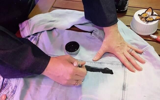 Cada tinta tem um tempo de secagem, então vale consultar o rótulo antes de dar o próximo passo