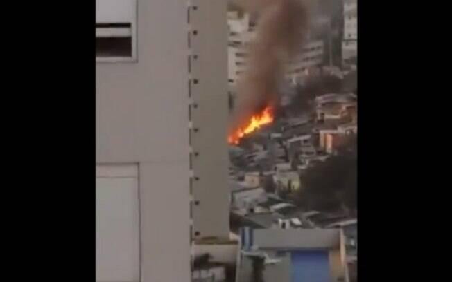 Incêndio na Vila Andrade, zona sul de São Paulo, neste domingo (18)