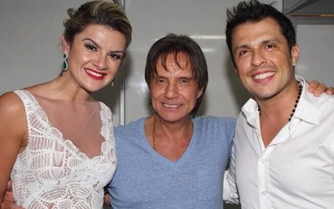 """Mirella Santos e Ceará posam com Roberto Carlos. """"Com o rei Roberto e o 'love'"""", escreveu a repórter na legenda da foto postada no Instagram neste domingo (9)"""