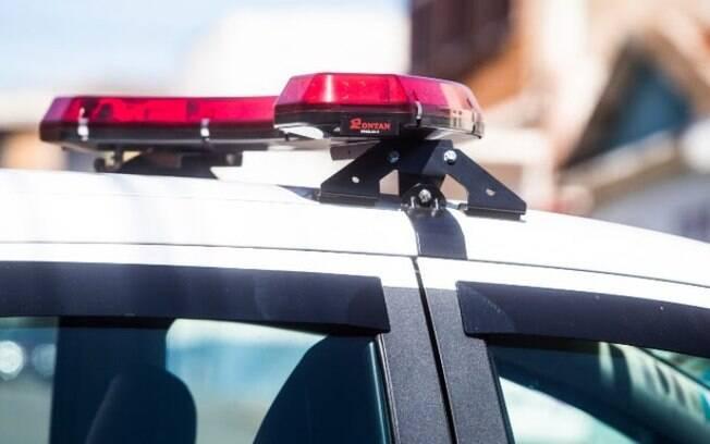 Policial saiu do veículo para se proteger dos tiros