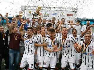 Corinthians marcou o gol da vitória e do título no primeiro minuto do segundo tempo