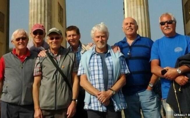 Roger Brown, que morreu de câncer, destinou 3,5 mil libras a sete amigos de longa data; destino escolhido foi Berlim, na Alemanha