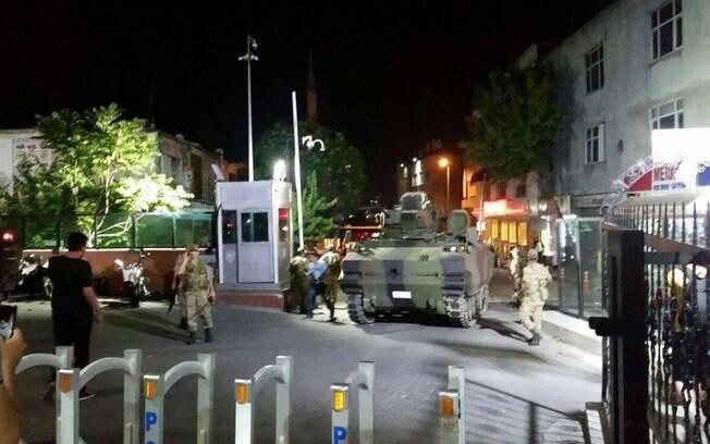 Militares tomaram o controle e bloquearam o acesso às principais cidades da Turquia