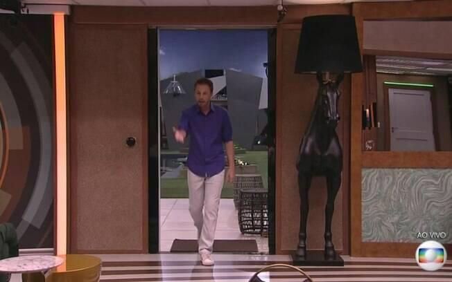 A luminária de cavalo é um dos destaques da casa do Big Brother Brasil