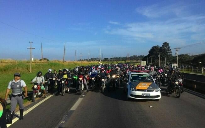 Professores em greve fazem manifestação em Campinas