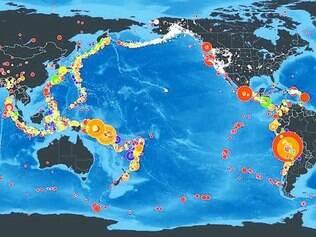 Círculos indicam a magnitude do fenômeno, e cores significam a profundidade marinha em que os tremores ocorreram