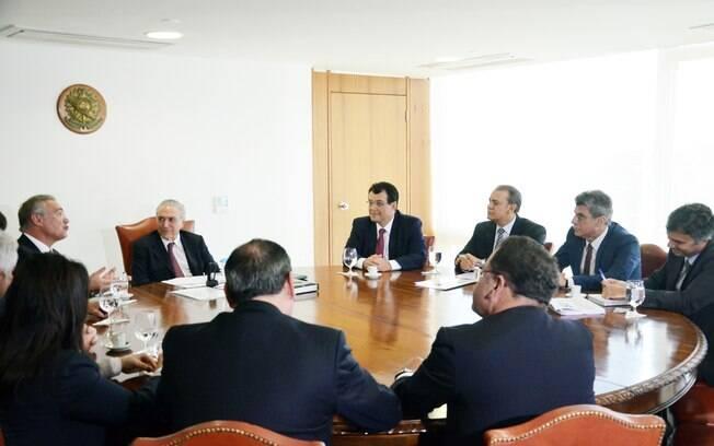 Outros oito senadores também participaram da reunião desta terça-feira