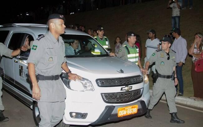 Corpo de Cristiano Araújo chega ao Centro Cultural Oscar Niemeyer, em Goiânia. Foto: AgNews
