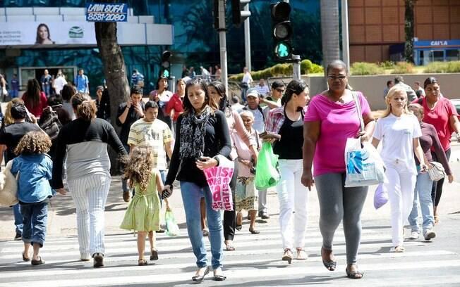 Taxa de desemprego no trimestre encerrado em outubro foi de 11,7%, segundo o IBGE