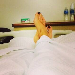 Adriane Galisteu publica foto em hospital