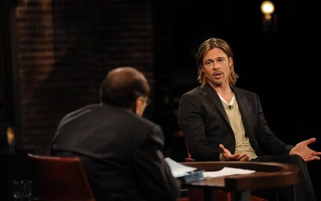 """Brad Pitt disse em entrevista ao programa de TV """"Inside The Actors Studio"""" que dá refrigerante para acordar os filhos"""