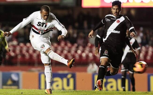 Luís Fabiano marcou duas vezes na goleada por  5 a 1 sobre o Vasco