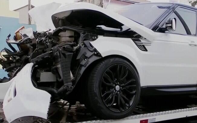 Carro onde estava Arboleda ficou bastante danificado