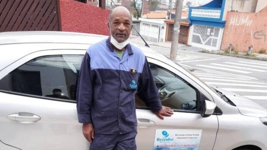 Carlos conseguiu um novo emprego em São Paulo