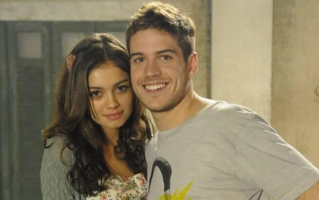 Amália (Sophie Charlotte) e Rafa (Marco Pigossi)