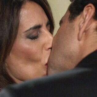 Beatriz e Aderbal se beijam em 'Babilônia'