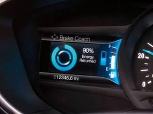 Ford Fusion Hybrid 2017 tem sistema que mostra como está a carga das baterias e como estão sendo recarregadas