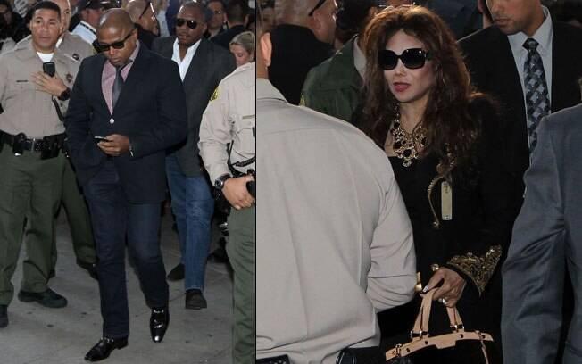 Randy e Latoya Jackson, irmãos de Michael Jackson, chegam ao Supremo Tribunal de Los Angeles para acompanhar a sentença do médico