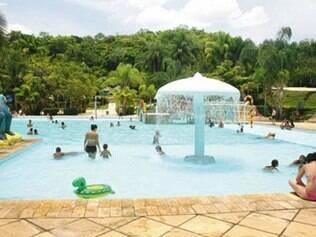 Muitas piscinas e toboáguas nas Thermas Internacional de Minas Gerais
