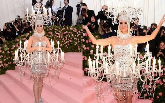 Katy Perry quis acender o tapete rosa do Met Gala 2019 e foi de lustre, trazendo o lado teatral e exótico da moda camp